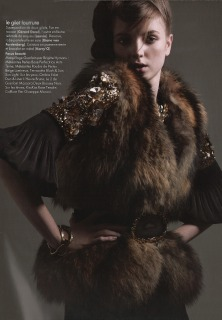 Magazie : French Elle Ph: Repoche Loc: Paris '09 Hair : Pier Giuseppe Moroni