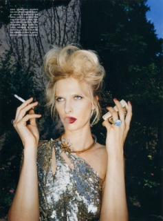 Magazine: Vogue Italia - Photographer: Steve Hiett - Model: Cristina Kruse - Location: Parigi - Hair: Pier Giuseppe Moroni